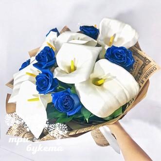 Букетик из синих роз и калл