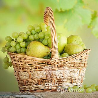 Корзина с грушами и виноградом